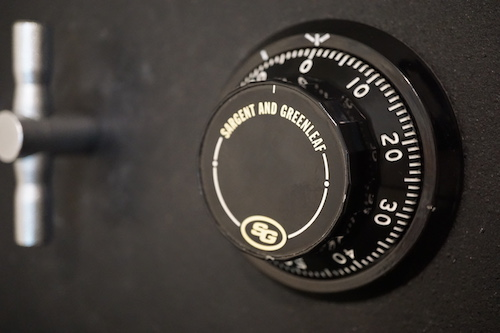 S&G dial on a black safe